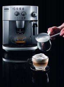De'Longhi Magnifica ESAM 4200.S Bean to Cup